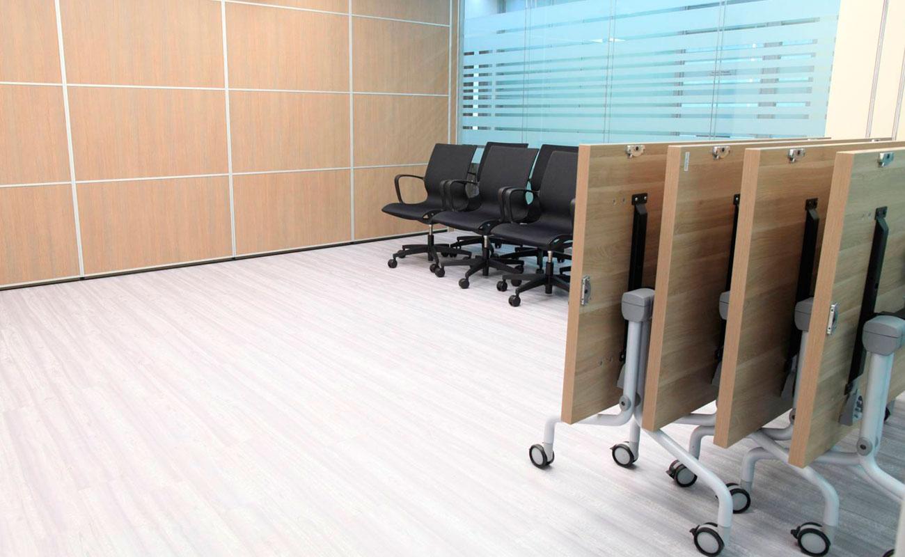 Преимущества складных столов в офисе